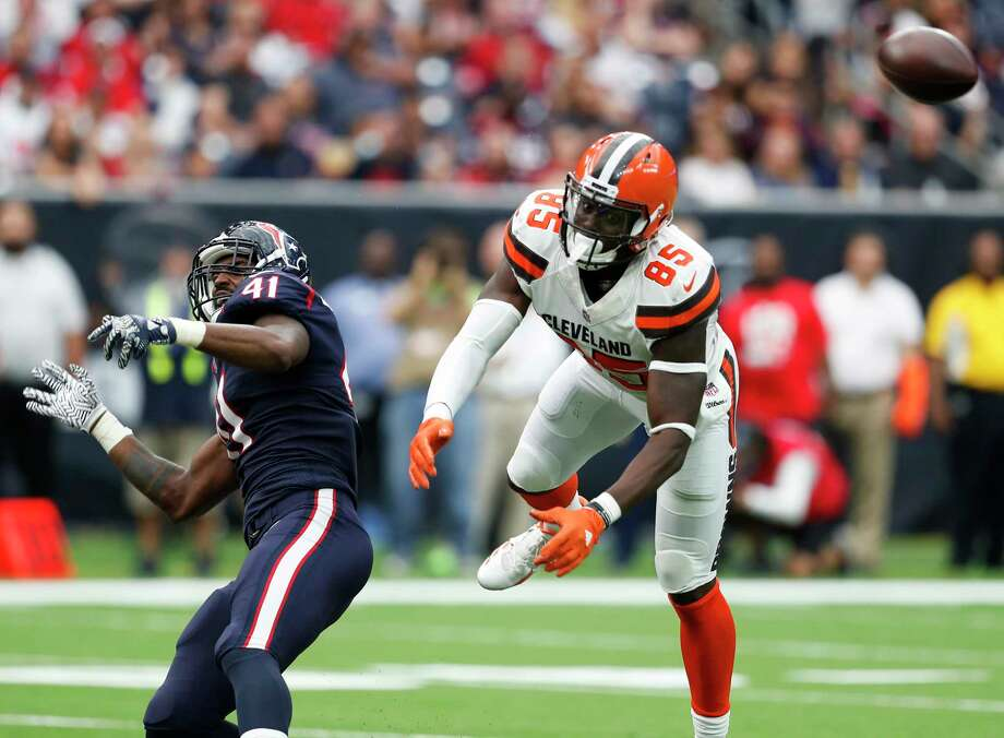 Houston Texans inside linebacker Zach Cunningham (41) breaks up a pass intended for Cleveland Browns tight end David Njoku (85) during the third quarter of an NFL football game at NRG Stadium on Sunday, Oct. 15, 2017, in Houston. Photo: Brett Coomer, Houston Chronicle / © 2017 Houston Chronicle