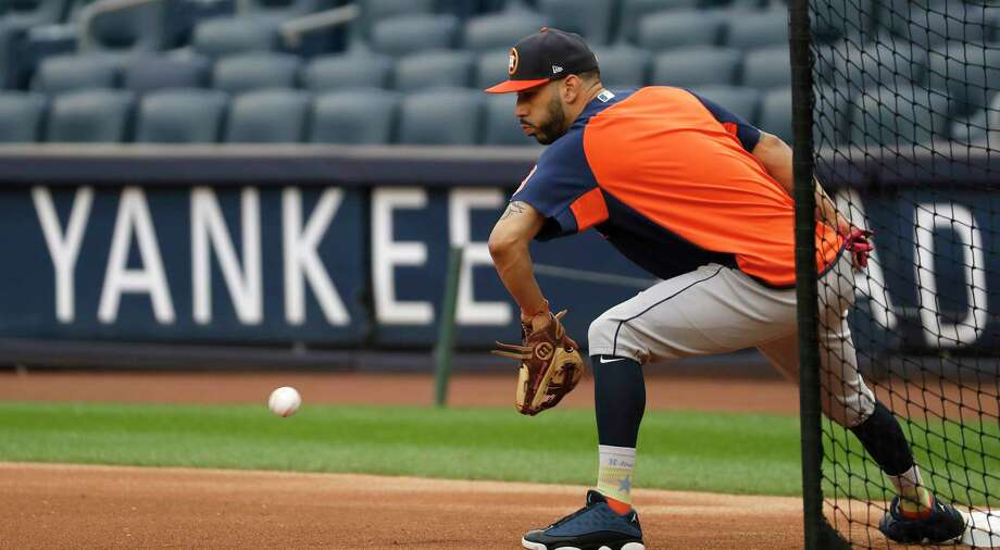 Houston Astros Marwin Gonzalez fields a ball duirng a drill as the Astros worked out at Yankee Stadium, Sunday Oct. 15, 2017, in Houston. Photo: Karen Warren, Houston Chronicle / @ 2017 Houston Chronicle