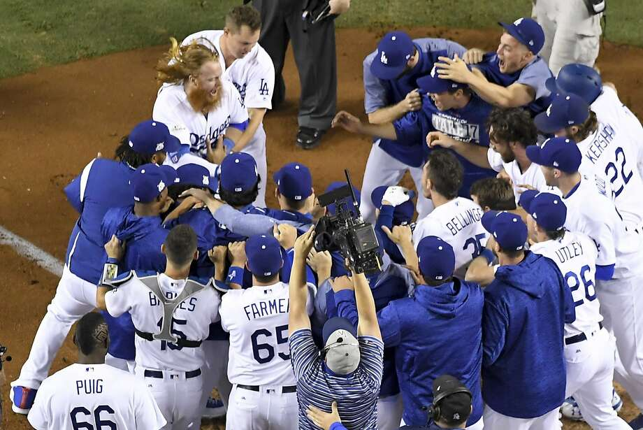 Justin Turner's 9th-inning HR gives Dodgers 2-0 series lead