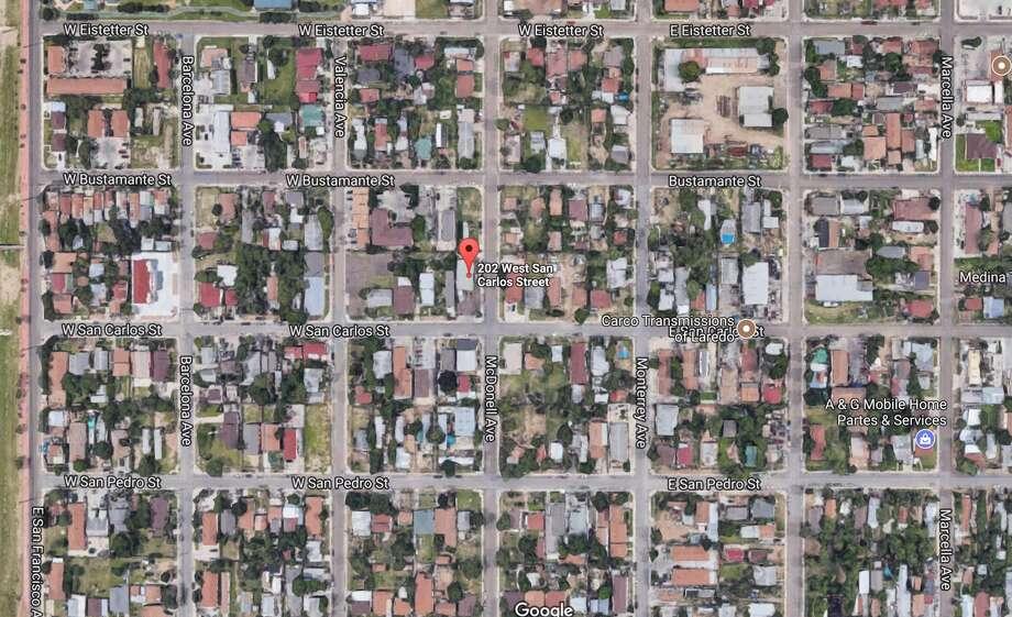 LoLo's Snack and Hot Dogs: 202 W. San CarlosFecha: 9/18/2017 Calificación: 89Notas: Comida empaquetada no estaba etiquetada, contenedores originales no estaban etiquetados debidamente, no establecieron mantenimiento de registros y documentación de procedimientos, lostermómetros no se encontraban a la vista. Photo: Google Maps/Street View
