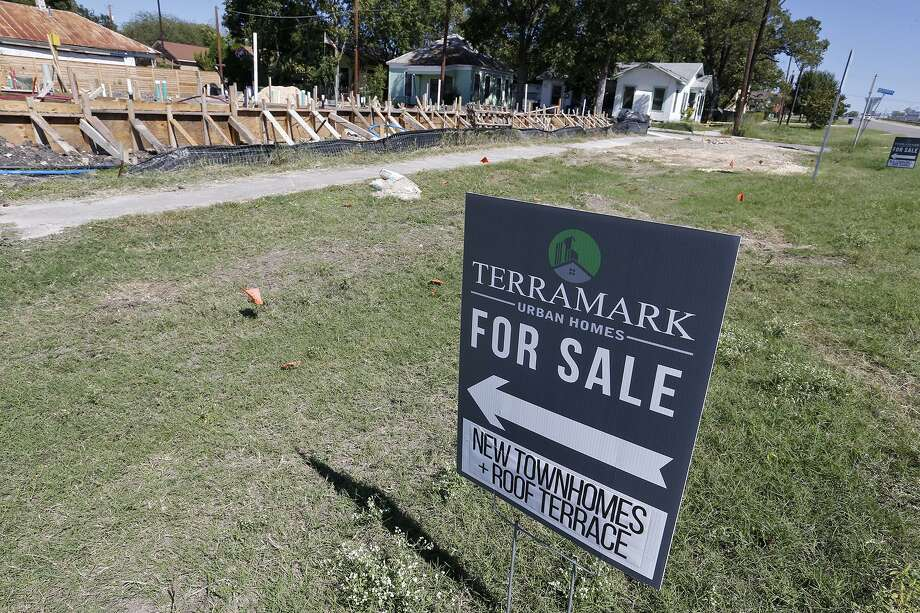The inventory of available homes, which measures the average time it takes for a home to be sold if no new homes are listed, was 3.6 months in October. A six-month inventory indicates a balance between buyers and sellers. Photo: Staff File Photo / © 2017 San Antonio Express-News