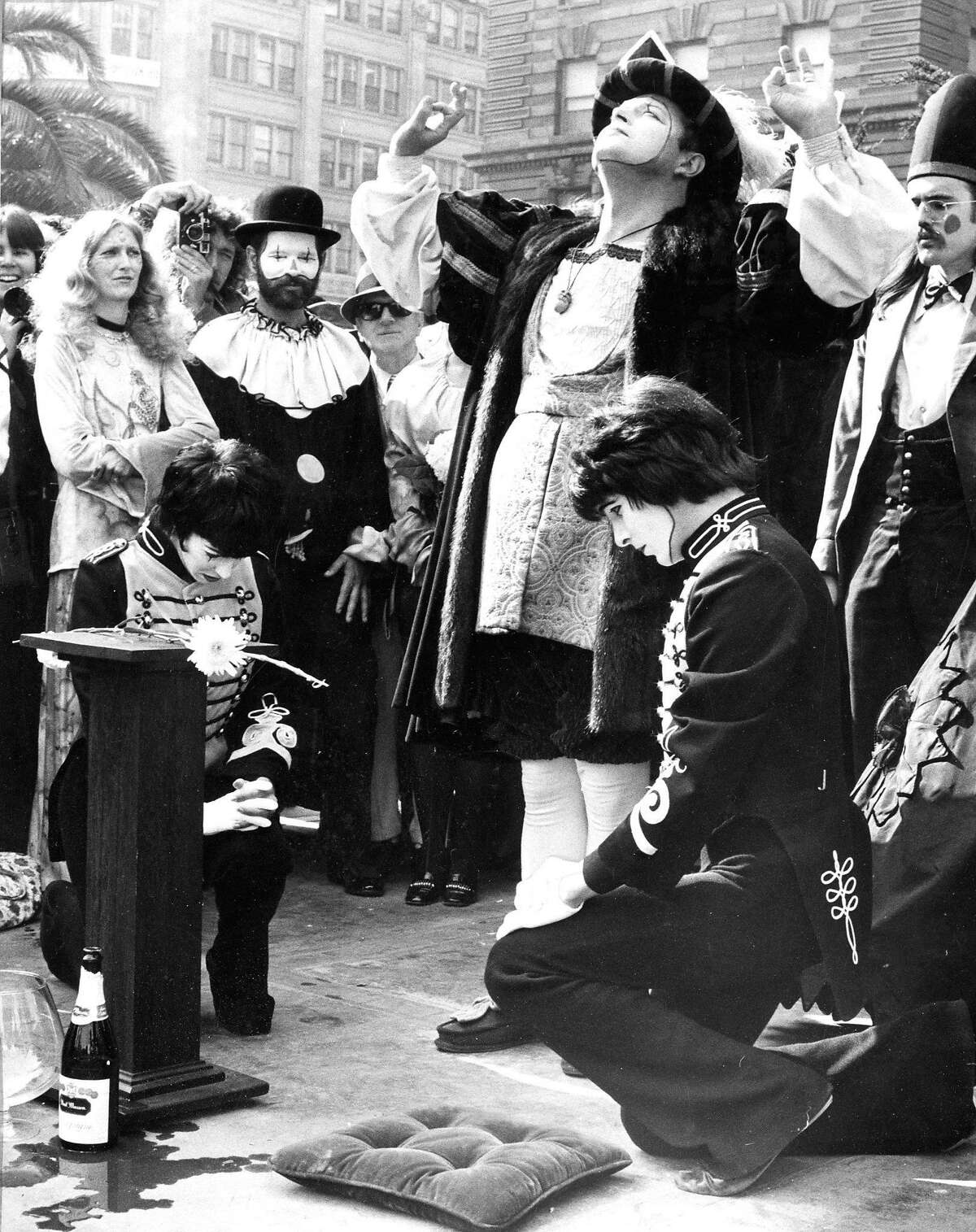 Oct. 28, 1972: Robert Shields, right, and Lorene Yarnell marry in Union Square.
