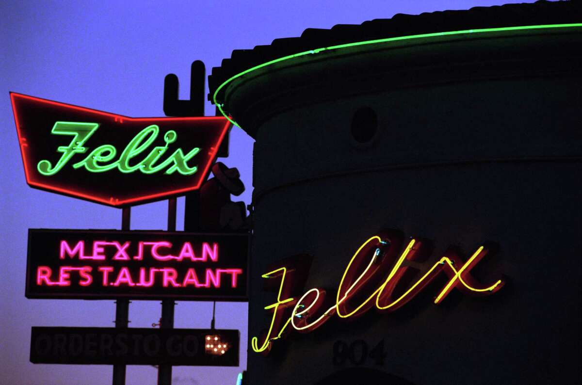 For Ultimate 2007. (check if this sign has changed - CM) 06/02/1998 - neon sign Felix Mexican restaurant in Houston since 1948. Tex-Mex mexican food. HOUCHRON CAPTION (06/21/1998): The hacienda-like Felix has graced lower Westheimer since 1948.