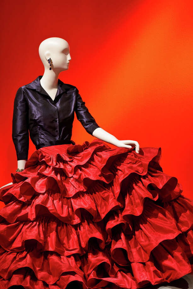 Oscar de la Renta, Custom Evening Ensemble, 2001, silk taffeta and silk satin, Oscar de la Renta Archive, worn by Mica Ertegun to an event celebrating her 40th wedding anniversary to Ahmet Ertegun, 2001. Photo: The Fine Arts Museums Of San Francisco, Head Museum Photographer / Copyright: The Fine Arts Museums of San Francisco