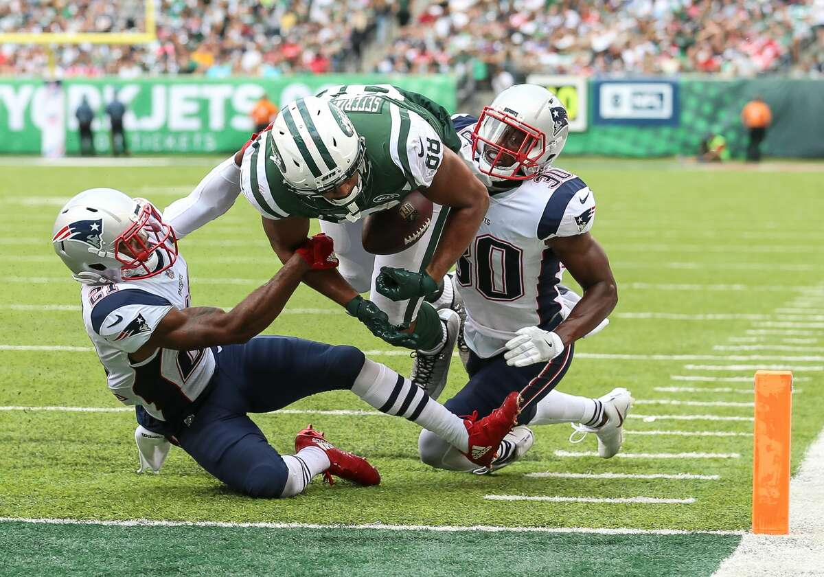 EAST RUTHERFORD, NJ - OCTOBER 15: New York Jets tight end Austin Seferian-Jenkins (88) runs with the ball on a play initially called a touchdown but was ruled a touchback upon replay review during the second half of the National Football League game between the New England Patriots and the New York Jets on October 15, 2017 at MetLife Stadium in East Rutherford, NJ. (Photo by Joshua Sarner/Icon Sportswire via Getty Images)