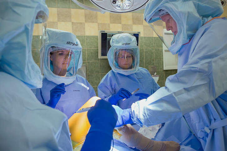 Orthopedic Surgeon John Murphy, D.O., performs a knee replacement surgery at MidMichigan Medical Center-Midland. Other orthopedic surgeons performing procedures at the Medical Center include Kent Biddinger, M.D., David Bortel, M.D., Mark Goethe, M.D., Ben Mayne, M.D., Denise Stadelmaier, D.O., and Curtis Young, M.D., M.S.