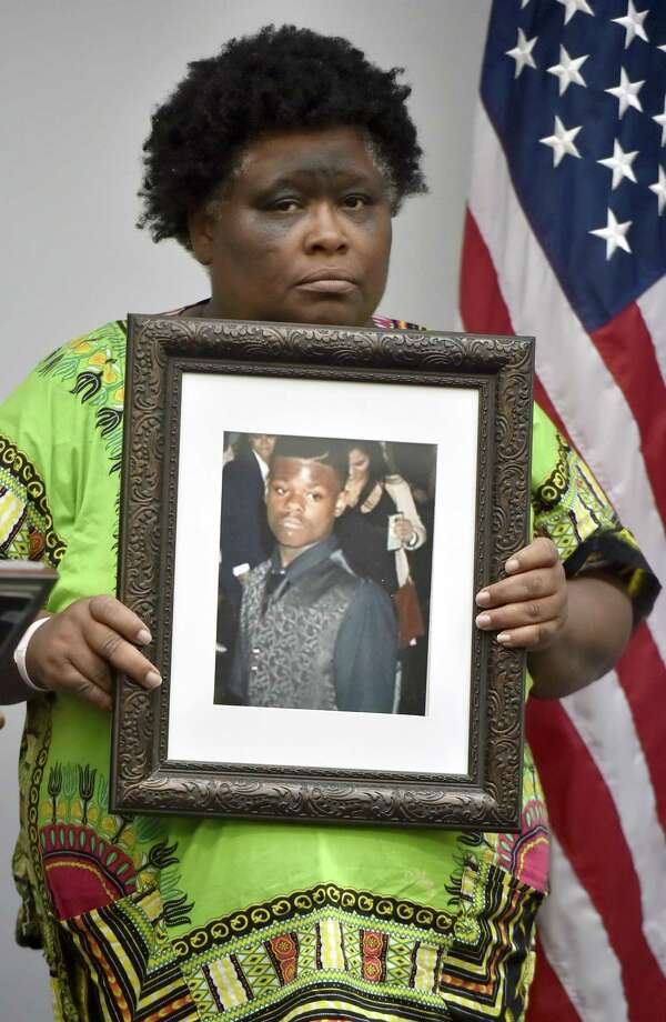 Demethra Telford of New Haven holds a photograph of her son Tyrick Keyes, 14, who was shot and killed in July, during a press conference Monday afternoon at  New Haven Police Department headquarters. Photo: Peter Hvizdak / Hearst Connecticut Media / New Haven Register