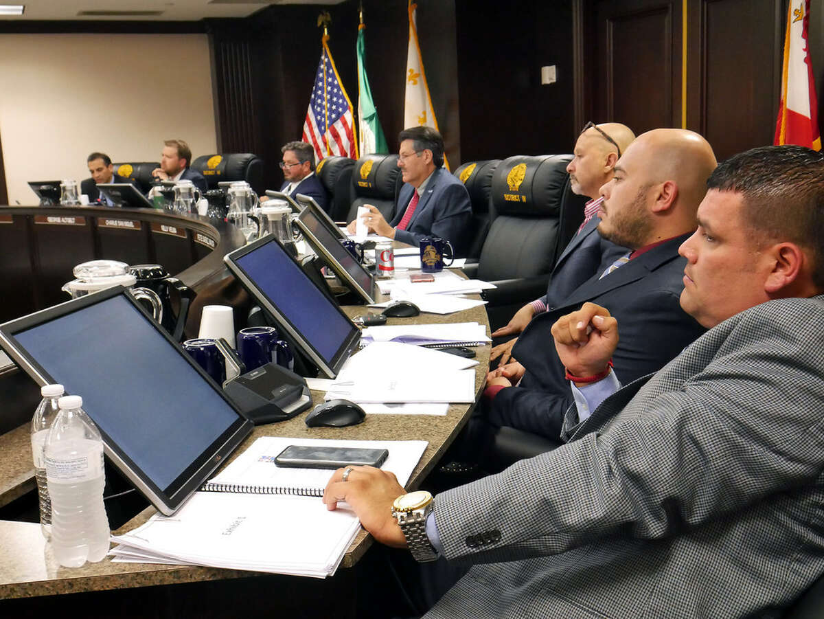 Mayor Pete Saenz and city council members meeting at Council Chambers at City Hall, Monday, October 16, 2017.