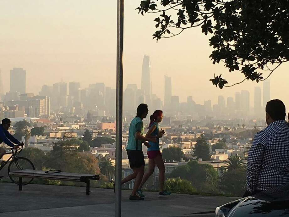 A smoky haze blankets San Francisco on Oct. 17, 2017, due to fires burning in the North Bay. Photo: Carmen Cordovez