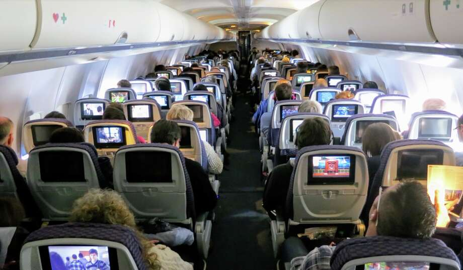 A crowded United Airlines flight Photo: Chris McGinnis
