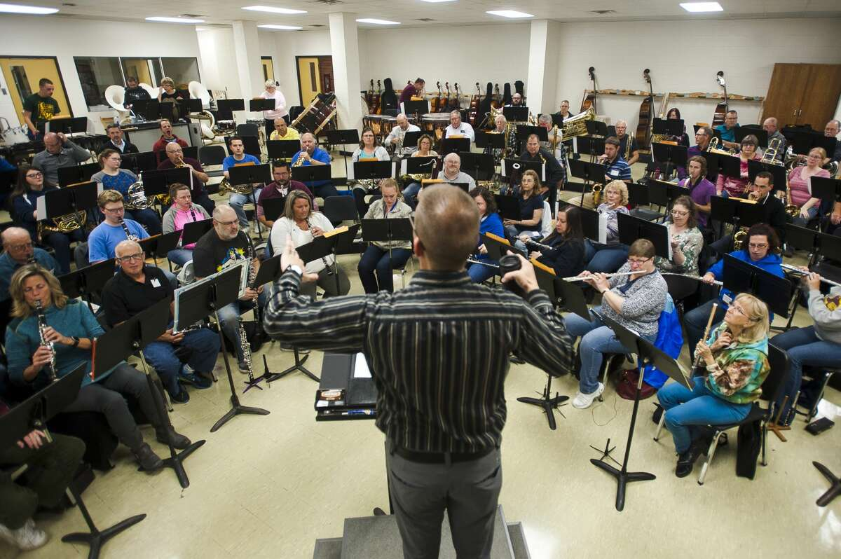 Joel Wiseman conducts the Midland Concert Band during a rehearsal on Thursday, Oct. 12, 2017 at H. H. Dow High School. (Katy Kildee/kkildee@mdn.net)
