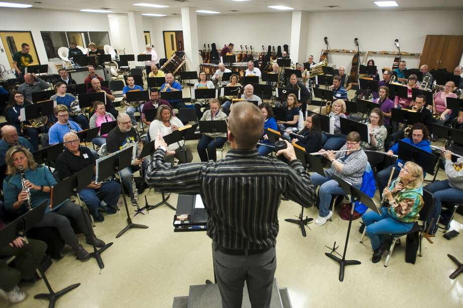 Joel Wiseman conducts the Midland Concert Band during a rehearsal on Thursday, Oct. 12, 2017 at H. H. Dow High School. (Katy Kildee/kkildee@mdn.net) Photo: (Katy Kildee/kkildee@mdn.net)