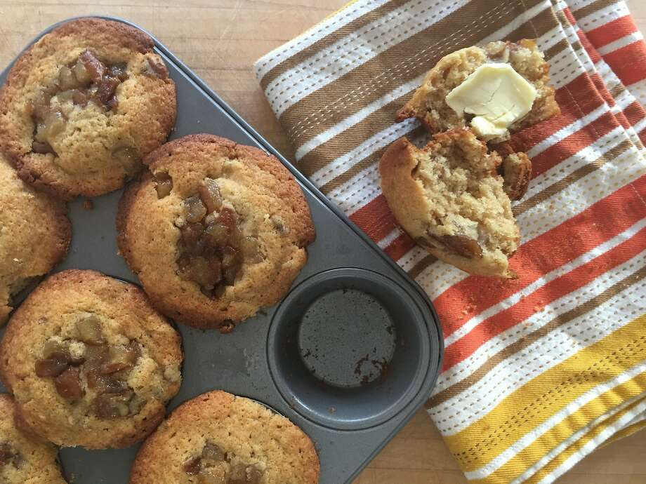 Ginger-spiced muffins with caramelized pears Photo: Sarah Fritsche