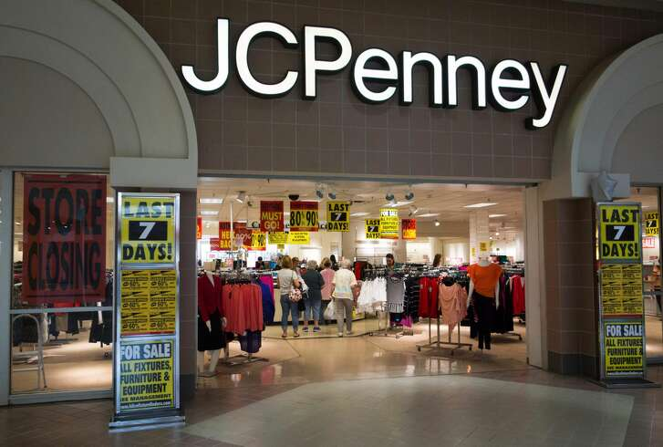 """Shoppers view merchandise being sold at discount prices at the JCPenney at the Columbia Mall on July 24, 2017 in Bloomsburg, Pennsylvania.  The JCPenney is having a store liquidation sale and plans to close July 31, 2017. Abandoned by the big brands, deserted by the young, the American mall, once temples of the shopping, have become ghost towns, victims of the explosion of online shopping.  / AFP PHOTO / Don Emmert / TO GO WITH AFP STORY by John BIERS, """"Deserted, US shopping centers look for a future""""        (Photo credit should read DON EMMERT/AFP/Getty Images)"""
