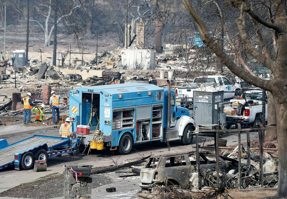 PG&E crews work on Vintage Circle in the heart of in the Fountaingrove neighborhood, destroyed by the Tubbs Fire, in Santa Rosa, Calif. on Tuesday Oct. 17, 2017. Photo: Paul Chinn / The Chronicle 2017