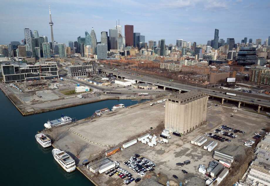 Toronto has worked for more than 15 years to revitalize the post-industrial waterfront, including areas of derelict buildings, polluted lands, parking lots and warehouses that were seemingly cut off from the rest of the city by a highway, according to Matti Siemiatycki, a former member of the Waterfront Toronto board. Photo: Sidewalk Toronto / Sidwalk Toronto
