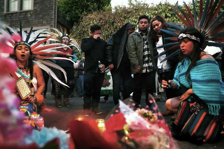 The family of Susana Robles Desgarennes mourns during a memorial vigil for the 20-year-old in San Francisco, Calif., on Thursday, October 5, 2017. Ms. Robles Desgarennes was killed by her ex-partner Angel Raygoza, in a domestic violence-related murder-suicide.