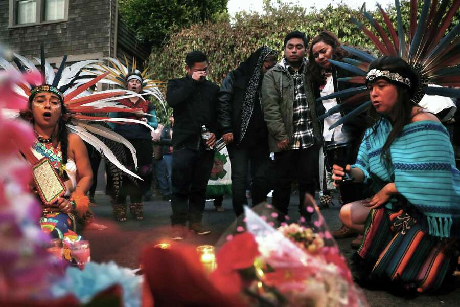 The family of Susana Robles Desgarennes mourns during a memorial vigil for the 20-year-old in San Francisco, Calif., on Thursday, October 5, 2017. Ms. Robles Desgarennes was killed by her ex-partner Angel Raygoza, in a domestic violence-related murder-suicide. Photo: Scott Strazzante / The Chronicle / San Francisco Chronicle