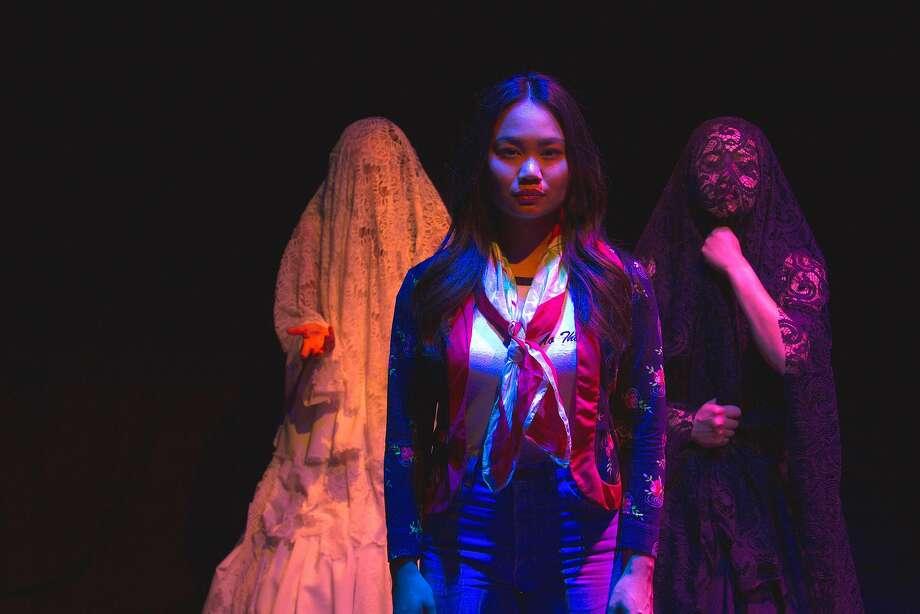 """Alexandria Diaz De Fato, Suzette Sagisi, Cassey Dela Pena in """"Mumu."""" Photo: Julie Munsayac, Susmaryosep & Co. With Bindlestiff Studio"""