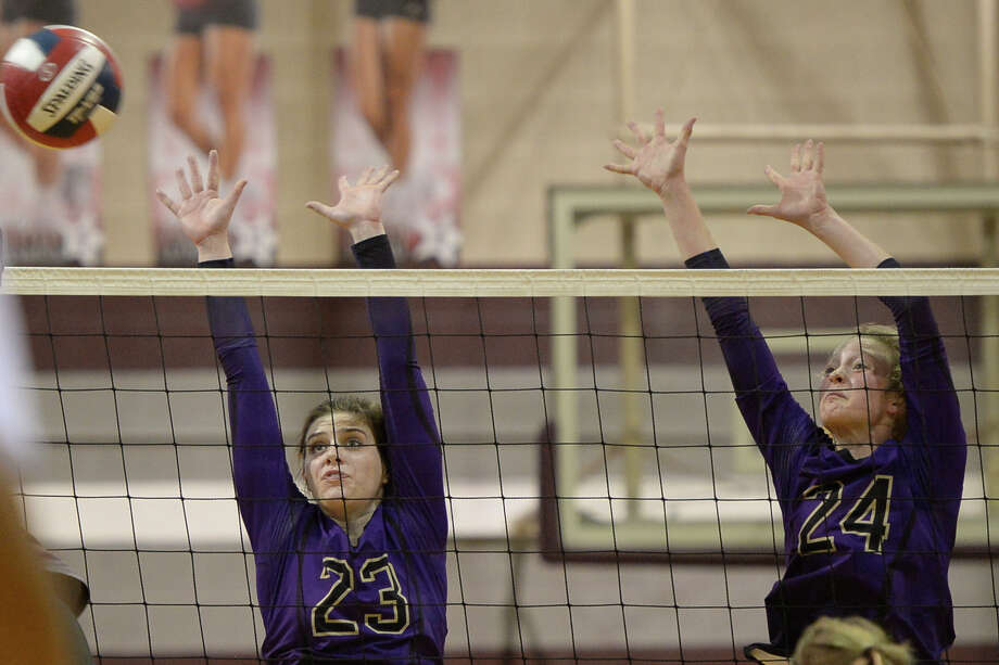 Midland High's Sarah Nelson (23) and Gentry Foreman (24) try to block a hit from Lee on Oct. 17, 2017, at Lee High School. James Durbin/Reporter-Telegram Photo: James Durbin