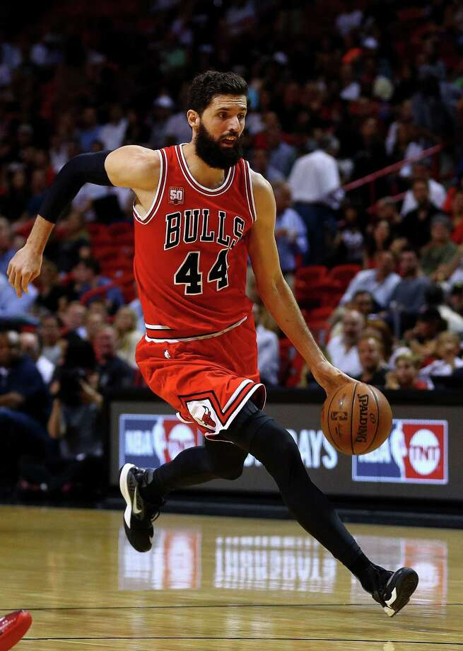 MIAMI, FLORIDA - APRIL 07: Nikola Mirotic #44 of the Chicago Bulls drives to the basket during a game against the Miami Heat at American Airlines Arena on April 7, 2016 in Miami, Florida.  NOTE TO USER: User expressly acknowledges and agrees that, by downloading and or using this photograph, User is consenting to the terms and conditions of the Getty Images License Agreement.  (Photo by Mike Ehrmann/Getty Images) ORG XMIT: 575731849 Photo: Mike Ehrmann / 2016 Getty Images