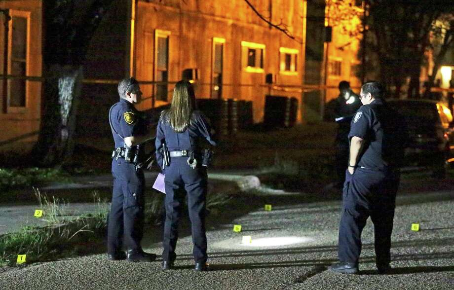 Police investigate the scene where shell casing were found on the pavement as two children are injured in a shooting in an appartment complex at 3735 E. Commerce on October 17, 2017. Photo: Tom Reel, San Antonio Express-News / 2017 SAN ANTONIO EXPRESS-NEWS