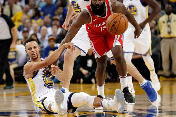 Stephen Curry (30) throws the ball to a teammate after diving for a loose ball in the first half as the Golden State Warriors played the Houston Rockets at Oracle Arena in Oakland, Calif., Tuesday, October 17, 2017.
