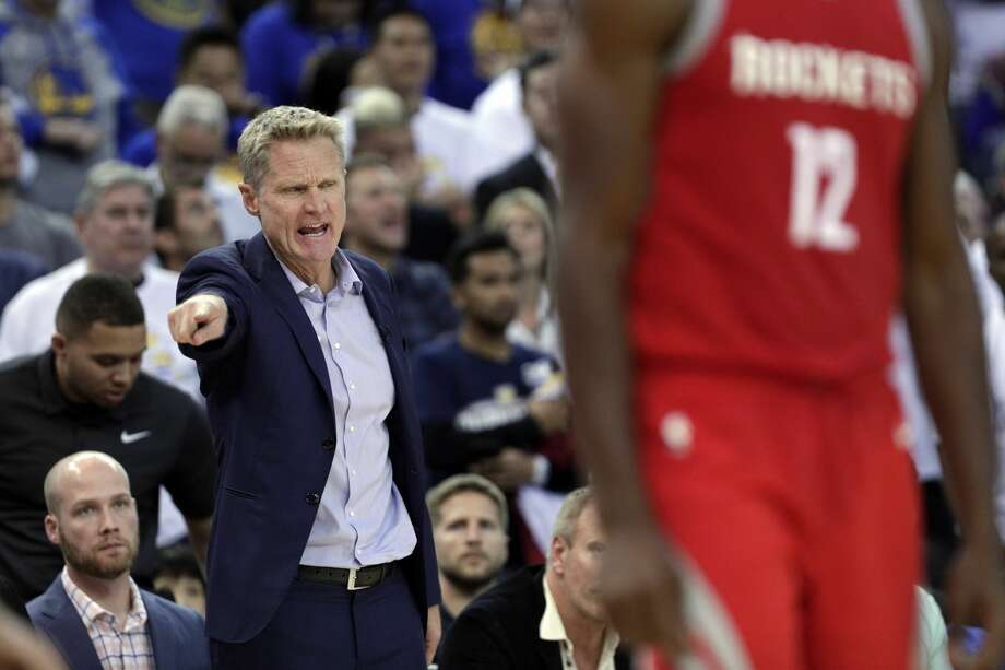 Warriors head coach Steve Kerr calls out a to a player in the second half as the Golden State Warriors played the Houston Rockets at Oracle Arena in Oakland, Calif., Tuesday, October 17, 2017. Photo: Carlos Avila Gonzalez/The Chronicle