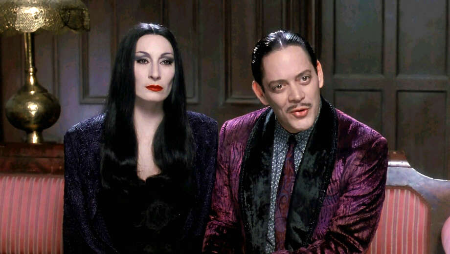 ADDAMS FAMILY VALUES - Anjelica Huston and Raul Julia in Addams Family Values / ©1993 Paramount Pictures