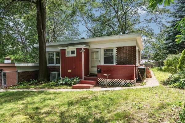 1013 Success Ave, Stratford, CT  2 beds 1 bath 798 sq ft  Asking price: $75,000