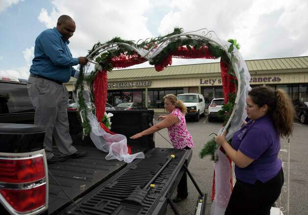 Lety Alcocer, center, sells everything families need to throw a quinceañera, like this decorated arch, at her store Lety's Quinceañeras store Saturday, Oct. 7, 2017, in Houston. Photo: Godofredo A. Vasquez, Houston Chronicle / Godofredo A. Vasquez