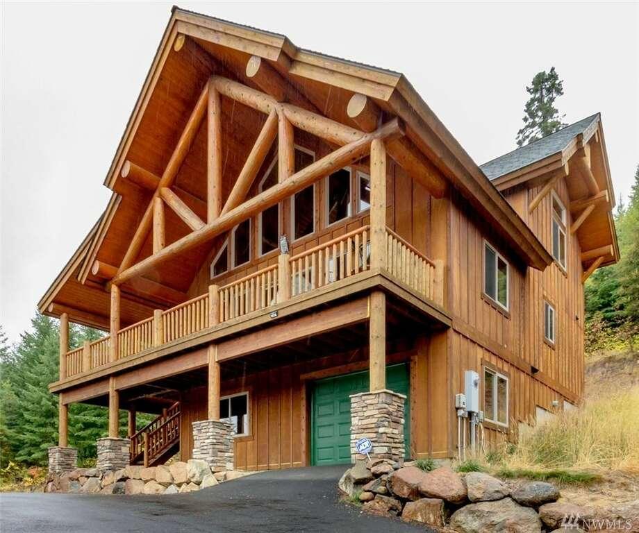 Surprising Beautiful Log Cabin Tucked Away In Cle Elum Asks 540K Download Free Architecture Designs Scobabritishbridgeorg