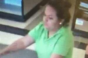 La policía de Laredo dijo que necesitan identificar a una mujer que supuestamente tomó un sobre de una caja registradora en H-E-B.