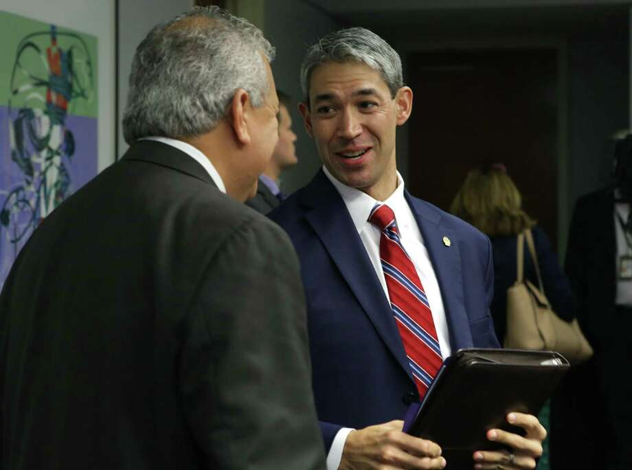 San Antonio Mayor Ron Nirenburg, right, talks with SAWS CEO and President Robert Puente after SAWS directors proposed rate increases during a meeting Oct. 18, 2017. Photo: Bob Owen /San Antonio Express-News / ©2017 San Antonio Express-News