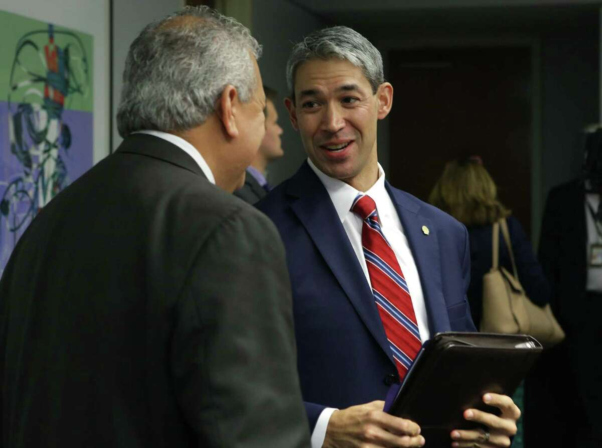 San Antonio Mayor Ron Nirenburg, right, talks with SAWS CEO and President Robert Puente after SAWS directors proposed a rate hike on Oct. 18, 2017.