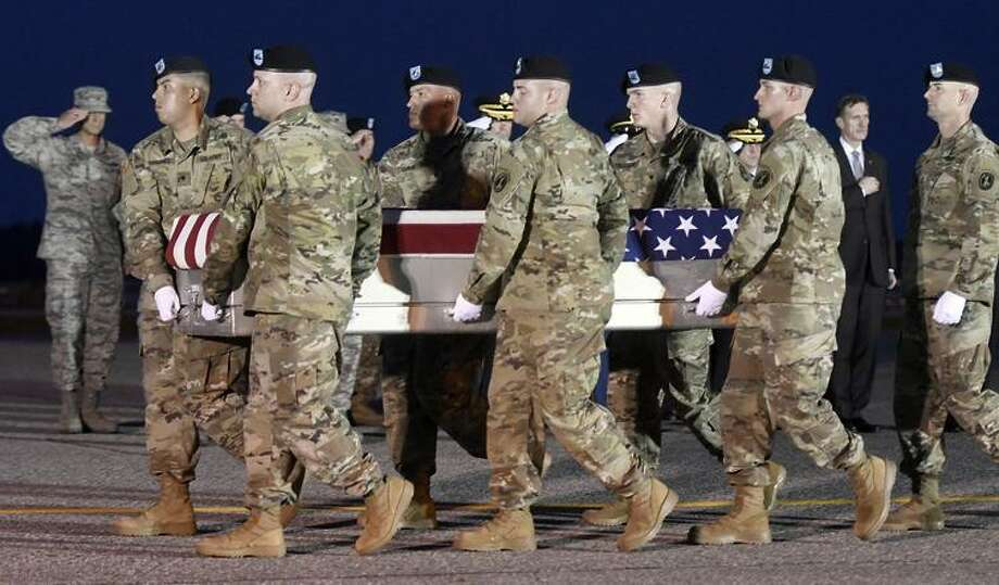Soldiers carry the remains of Sgt. Dillon C. Baldridge at Dover Air Force Base, Del., on June 12. Photo: Steve Ruark / Steve Ruark / AP / FR96543 AP