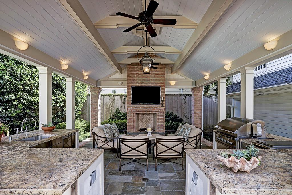 Outdoor party homes for sale in the houston area the courier for Party house for sale