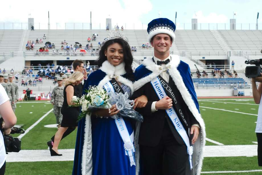 Madison Guillory and Kyle Benacquisto are crowned Clear Springs High School queen and king before the homecoming game against Dickinson Saturday, Oct. 14 at CCISD Challenger Columbia Stadium. Photo: Kirk Sides/Houston Chronicle