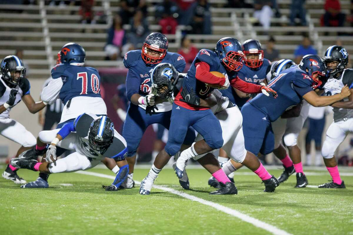 Benjamin O. Davis RB Edward Henry (32) runs with the ball during the second quarter of a football game between Dekaney vs Aldine Davis high school football game at Thorne Stadium, Thursday, October 19, 2017, in Houston. (Juan DeLeon/for the Houston Chronicle)