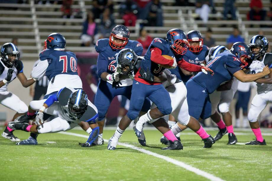 Benjamin O. Davis RB Edward Henry (32) runs with the ball during the second quarter of a football game between Dekaney vs Aldine Davis high school football game at Thorne Stadium, Thursday, October 19, 2017, in Houston. (Juan DeLeon/for the Houston Chronicle) Photo: Juan DeLeon, For The Chronicle / Houston Chronicle
