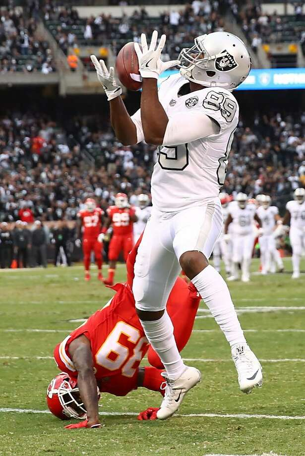 OAKLAND, CA - OCTOBER 19:  Amari Cooper #89 of the Oakland Raiders catches a 38-yard pass for a touchdown against the Kansas City Chiefs during their NFL game at Oakland-Alameda County Coliseum on October 19, 2017 in Oakland, California.  (Photo by Ezra Shaw/Getty Images) Photo: Ezra Shaw, Getty Images