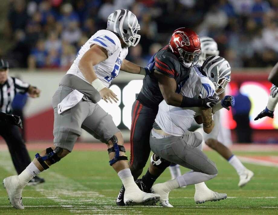 UH defensive tackle Ed Oliver, center, wraps up Memphis quarterback Riley Ferguson for a second-quarter sack Thursday night. Photo: Tim Warner, Freelance / Houston Chronicle