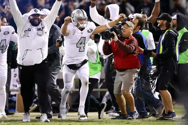 OAKLAND, CA - OCTOBER 19:  Derek Carr #4 of the Oakland Raiders celebrates after a Giorgio Tavecchio #2 extra point is good to defeat the Kansas City Chiefs 31-30 in their NFL game at Oakland-Alameda County Coliseum on October 19, 2017 in Oakland, California.  (Photo by Ezra Shaw/Getty Images)