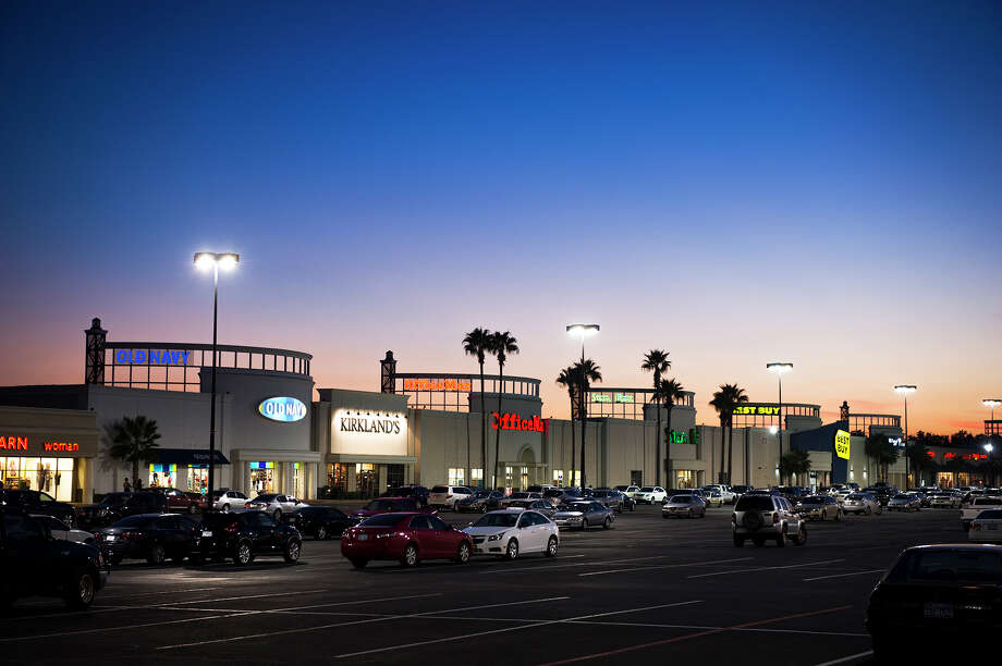 Dressbarn will wind down operations. The Meyerland Plaza store is among 15 area stores in Houston. >>>Click ahead to view retail stores closing in 2019. Photo: JLL / Christopher Bailey