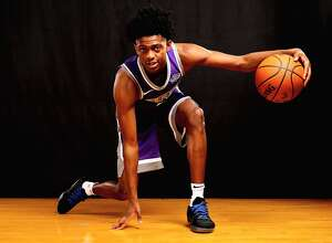 GREENBURGH, NY - AUGUST 11:  De'Aaron Fox of the Sacramento Kings poses for a portrait during the 2017 NBA Rookie Photo Shoot at MSG Training Center on August 11, 2017 in Greenburgh, New York.   NOTE TO USER: User expressly acknowledges and agrees that, by downloading and or using this photograph, User is consenting to the terms and conditions of the Getty Images License Agreement.  (Photo by Elsa/Getty Images)