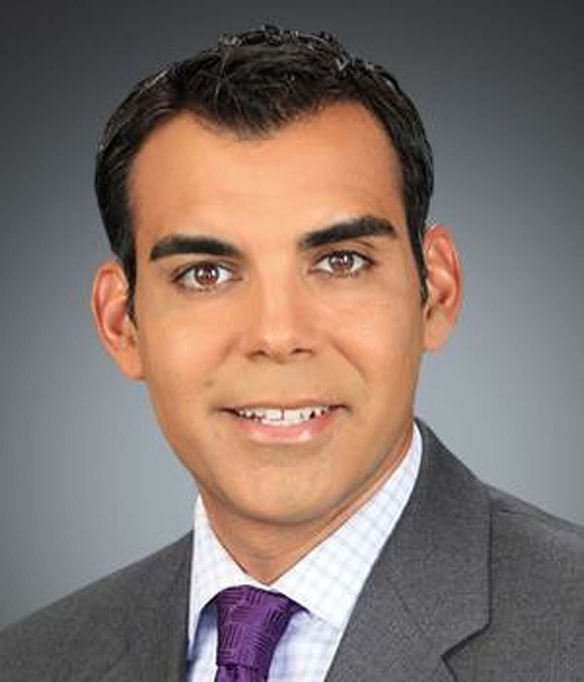 KSAT-TV anchorman Charles Gonzalez, who has stayed put in his weekend chair during many a co-anchor departure, is leaving in late November to pursue his other passion full-time: coffee.