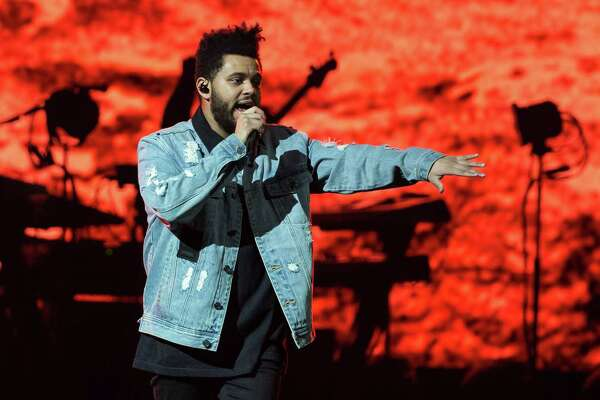 Recording artist The Weeknd performs on his Starboy: Legend of the Fall 2017 World Tour at the AT&T Center on October 19, 2017 in San Antonio, Texas. / AFP PHOTO / SUZANNE CORDEIROSUZANNE CORDEIRO/AFP/Getty Images