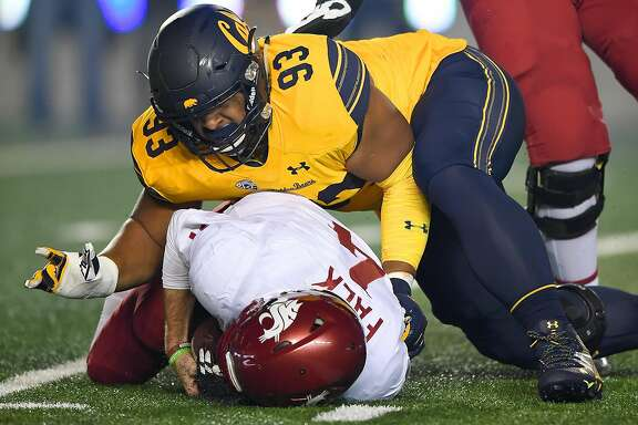 BERKELEY, CA - OCTOBER 13:  Luc Bequette #93 of the California Golden Bears sacks quarterback Luke Falk #4 of the Washington State Cougars during the  first quarter of their NCAA football game at California Memorial Stadium on October 13, 2017 in Berkeley, California.  (Photo by Thearon W. Henderson/Getty Images)