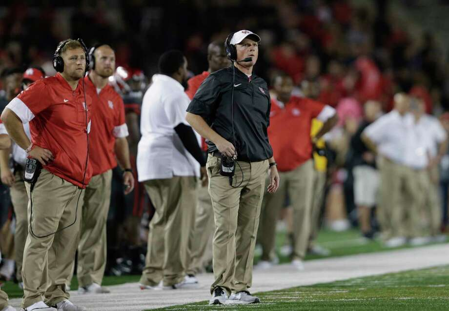 Houston head coach Major Applewhite, right, has seen his team lose after taking first-half leads in consecutive games, with the Cougars stumbling to 4-3 overall. Photo: Tim Warner, Freelance / Houston Chronicle