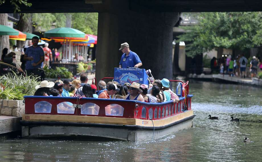Leisure and hospitality jobs rose by 3,300 in September in seasonally adjusted numbers, helping the San Antonio job base rise by a total of 3,000 overall, according to the Federal Reserve Bank of Dallas. Photo: JOHN DAVENPORT /San Antonio Express-News / ©John Davenport/San Antonio Express-News